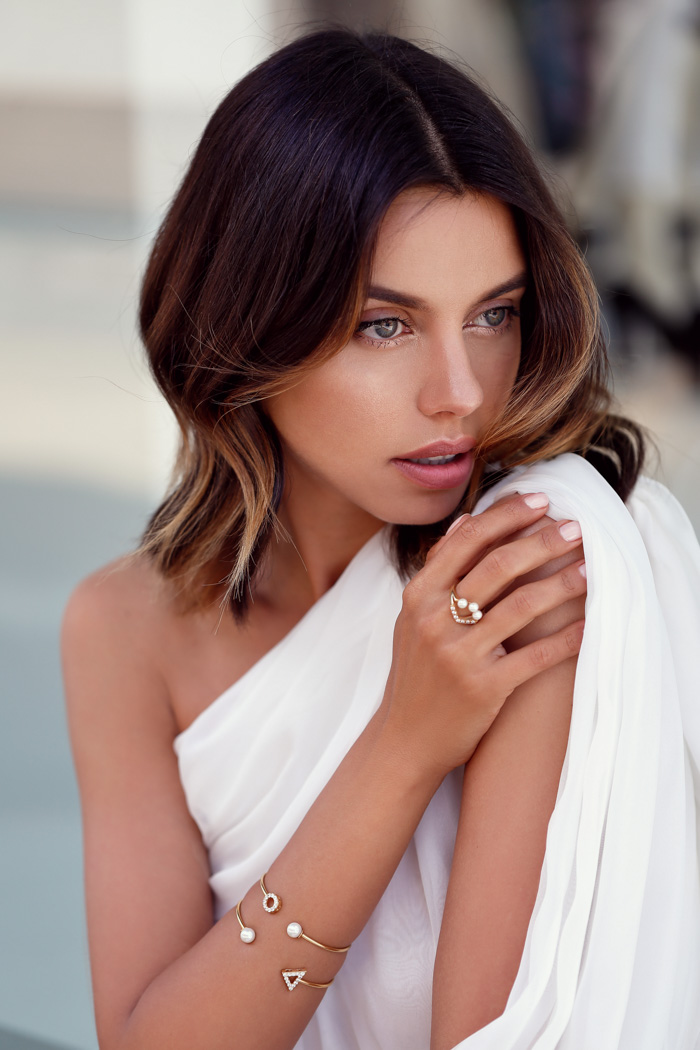 VivaLuxury Mejuri Jewelry Collection, Mejuri hite Velvet Collection, The Girl With A pearl