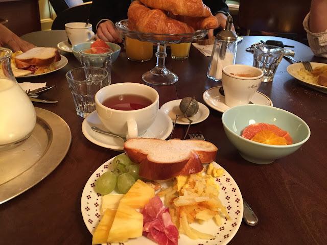 brunch petit déjeuner suisse meilleur bon Fribourg auberge aux 4 vents