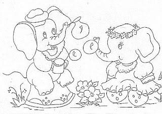 elefantinhas fazendo bolhas de sabao