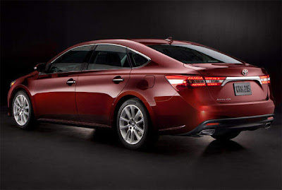2013-Toyota-Avalon-Rear_Side_Angle