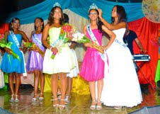 Escogen a la señorita Loren Rodríguez Cabrera reina de las Patronales Yaguate 2013