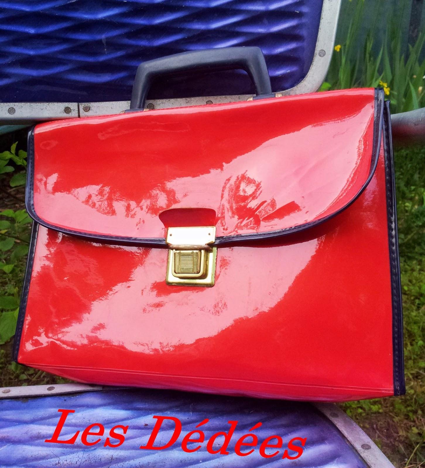 les dedees vintage recup creations adorable mini cartable vintage rouge vernis 70 39 s by anne. Black Bedroom Furniture Sets. Home Design Ideas