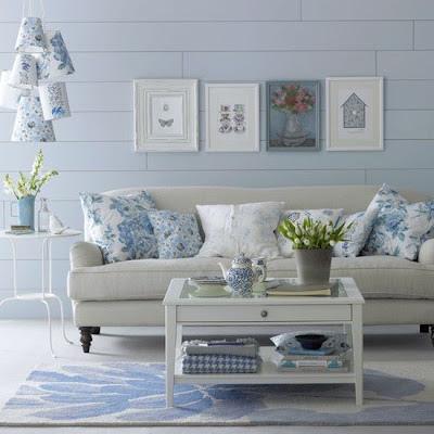 Almofadas azuis e brancas