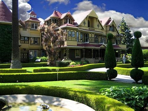 Books boys buzz the winchester mystery house for The winchester house