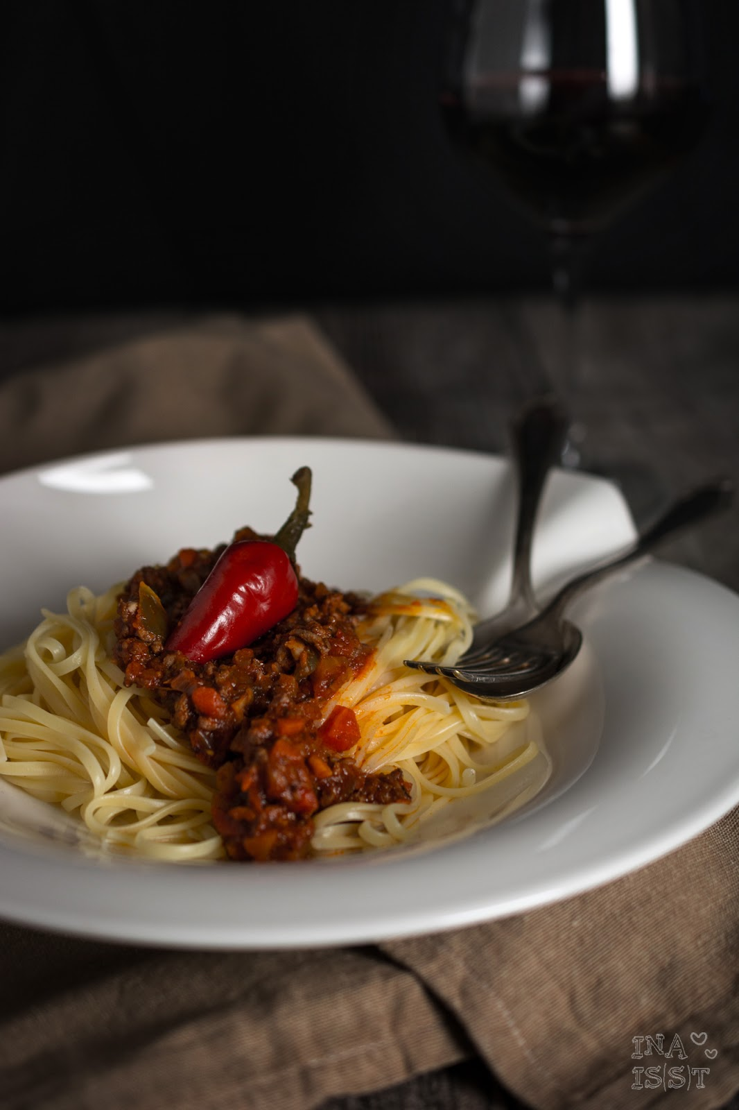 ina is s t scharfe paprika pfefferoni bolognese hot chili pepper bolognese. Black Bedroom Furniture Sets. Home Design Ideas