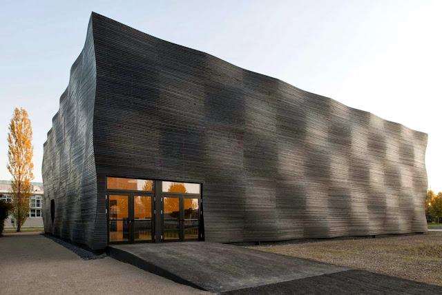 01-Lecture-Hall-by-Deubzer-König-Rimmel-Architekten