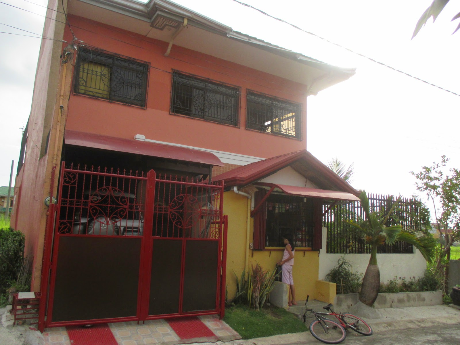 2 Storey 3 Bedroom TB 1 Car Garage With An Operational Sari Store In Front