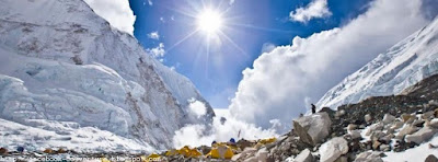 Une photo couverture facebook montagne Everest