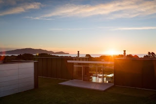 Architecture Home Design May 2011 - Spend-hot-summers-and-views-in-a-beach-house-designed-by-parsonson-architects