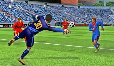 """Para todos los amantes del futbol, Gameloft ha traído la última versión de su simulador de fútbol, Real Football 2013. """"El fútbol está de vuelta para una nueva temporada emocionante! Con mejores gráficos y animaciones, menús más limpios y más contenidos con licencias de FIFPro. En esté juego puedes Crear, jugar y administrar tu equipo favorito y competir para llegar a la cima, Puedes mejorar tu equipo con el nuevo sistema de cartas coleccionables y conseguir nuevos jugadores, habilidades de formación, aceleradores y más Real Football se puede descargar gratis desde BlackBerry World AQUI Fuente:mundoberry"""