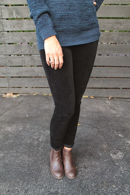 fall sweater, loft sweater , loft corduroys, black corduroys, dsw booties, brown booty, kendra scott ring, fall fashion, fall style