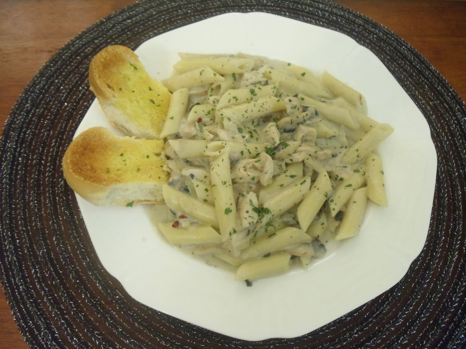Chicken And Mushroom Pasta In White Sauce