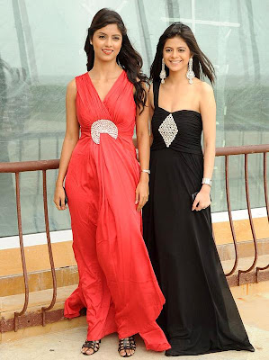 Hot_Bollywood Girls look hot in black and red gown
