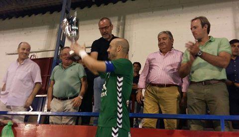 El moracho Javi López recoge el trofeo de ferias de Villarrobledo