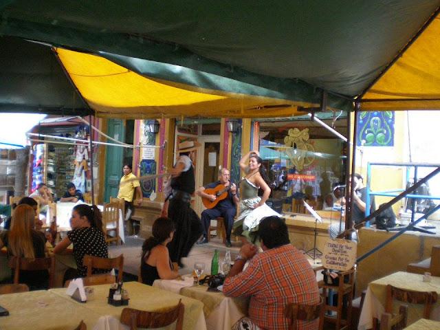 Самба в аргентинском кафе.