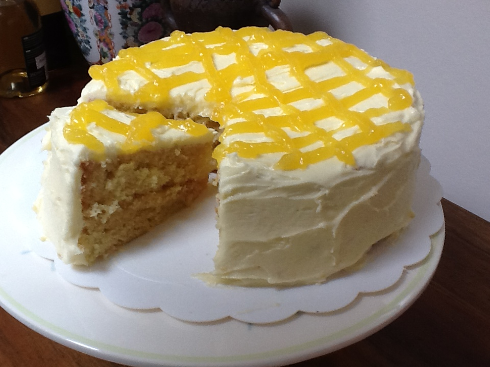 Yummy Mummy: Lemon cake with lemon curd buttercream