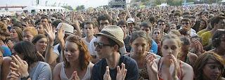 Empieza el FIB 2011 con polémica entre los 'fibers' por la actuación de Julieta Venegas