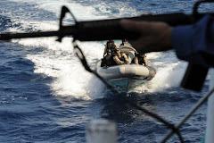 Eindelijk gaat Nederland de piraten actief bestrijden... aanvallen van brandstofvoorraden