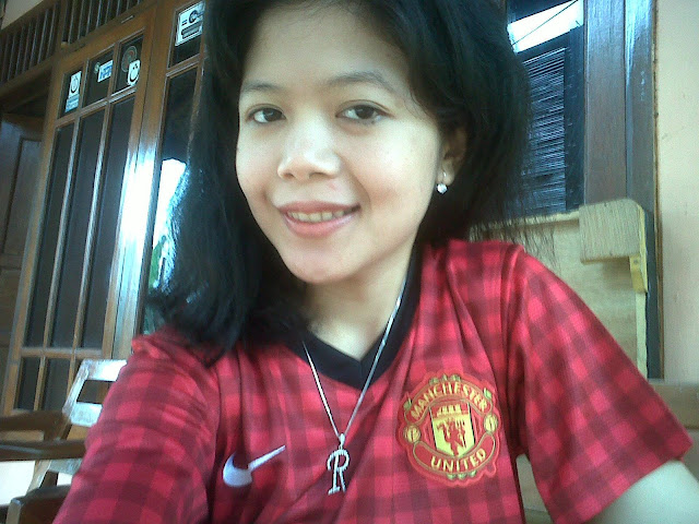 Risma, a girl from Indonesia who loves Manchester United
