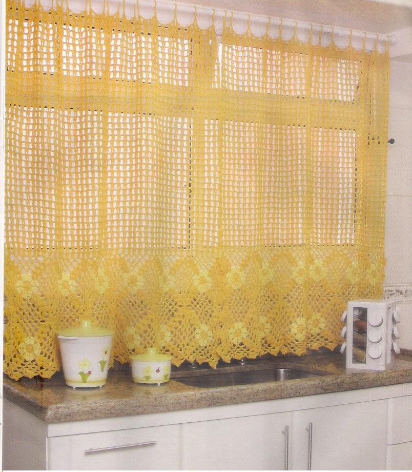 cortinas de croche, trabalhadas com barbante.