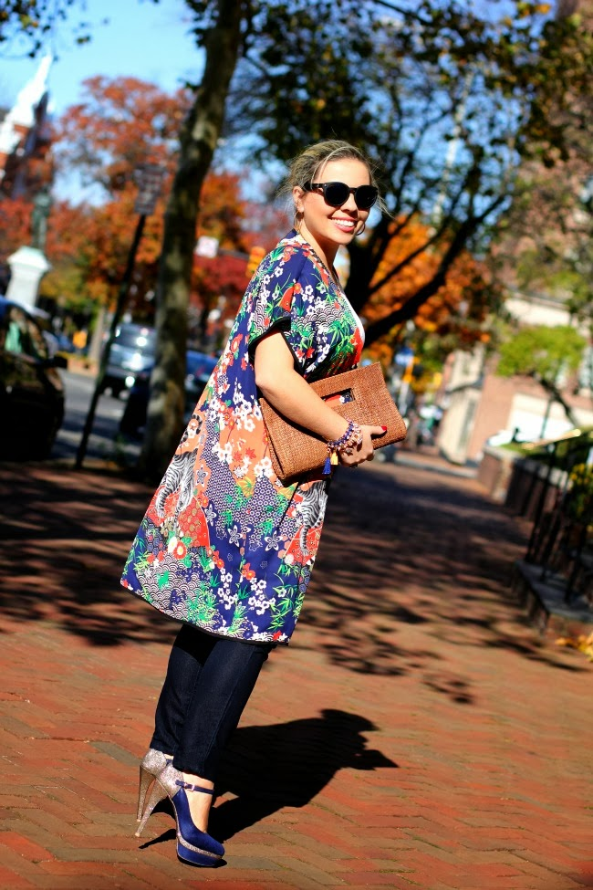Kimono from Forever 21, Skinny Jeans old from Nordstrom, White basic t-shirt, Quay Retro Sunglasses via Nordstrom, Bracelets a mix of my own, TJ Maxx and Charming Charlie, Heels from Barbara Kras and a natural fiber clutch from Brazil.