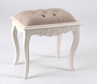 Muebles para poner a los pies de la cama for Mueble que se hace cama