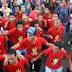 """بالفيديو.. شباب يهتفون """"الانقلاب هو الإرهاب"""" بمسيرة 6 أكتوبر بمليونية الشباب عماد الثورة"""