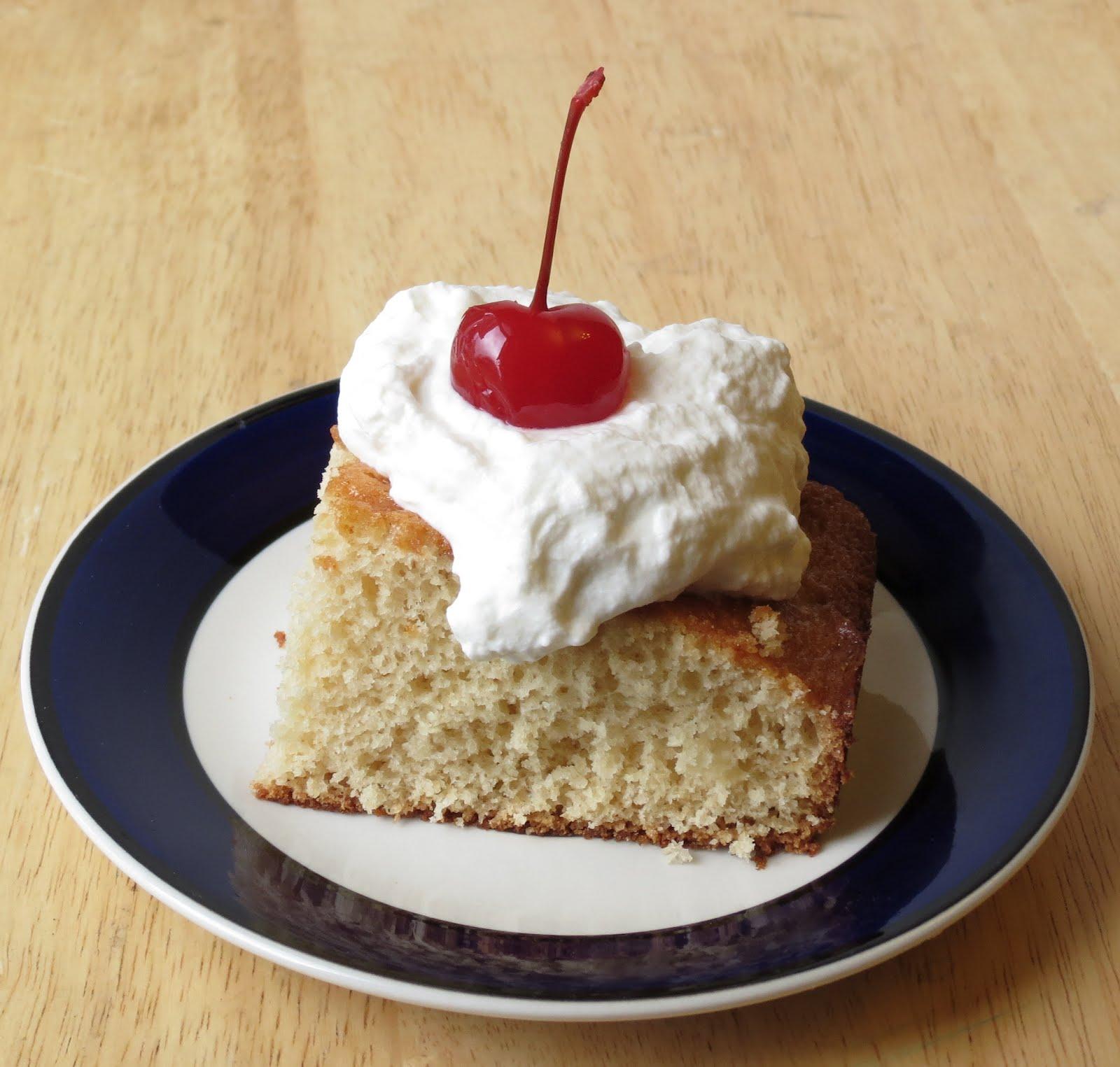 Nummy Kitchen: Root Beer Float Cake -- Random Recipe #2
