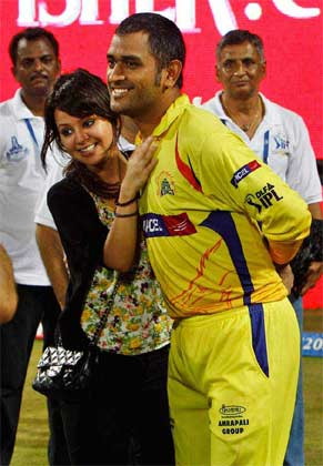 MS Dhoni and Sakshi Stills