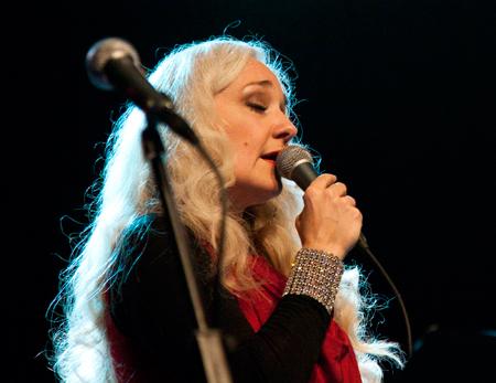 Cæcilie Norby spillede julekoncert med Sæby Big Band