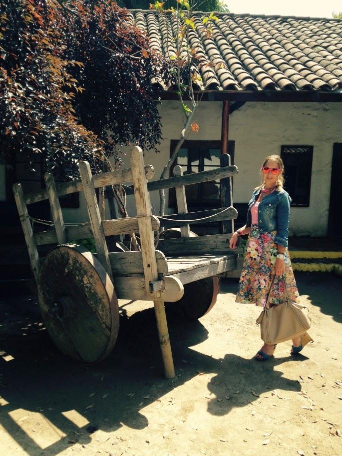 básica de Zara, alpargatas Castañer, torerita vaquera de Stradivarius y bolso tambien de Zara. El colgante que es una monada es de Concha Navarro.