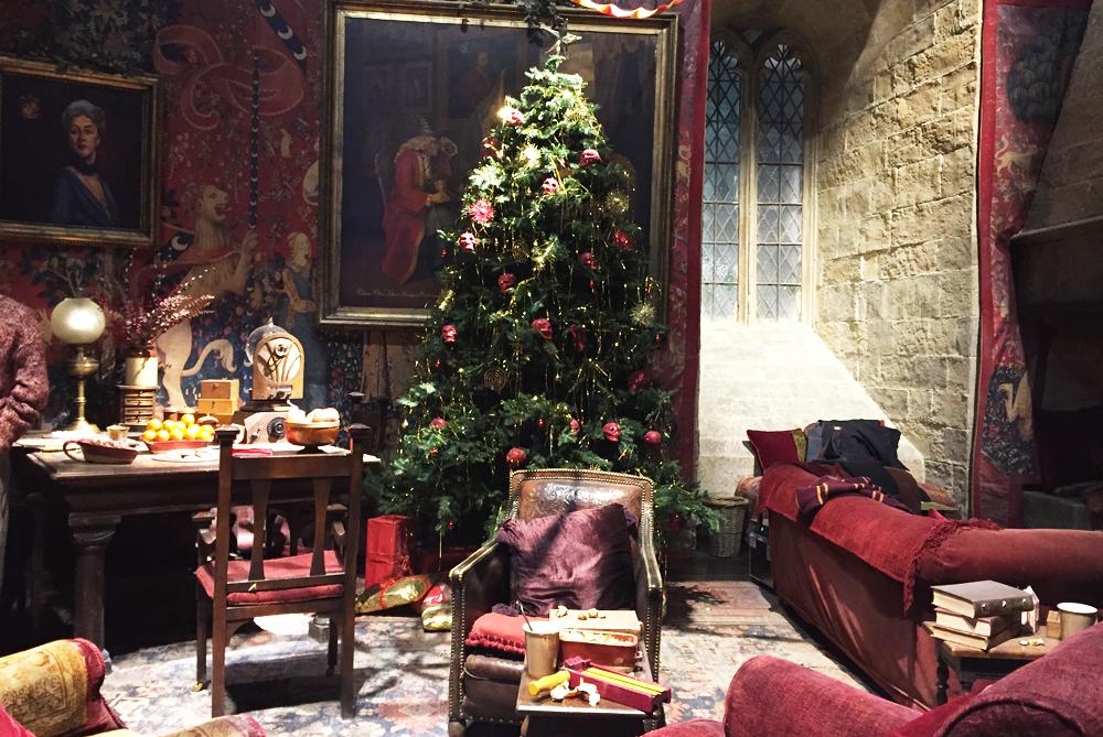 Warner Bros Studio Tour The Making of Harry Potter - Gryffindor Common Room