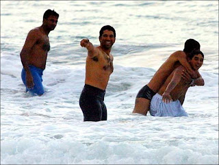 Javagal-Srinath-Sachin-Beach-Party