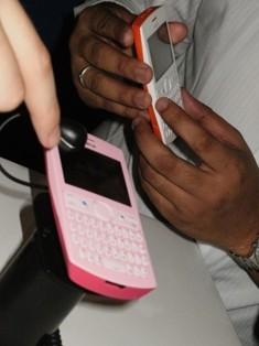 Ponsel Nokia Asha 205 dan Nokia 206 Miliki Fitur Slam