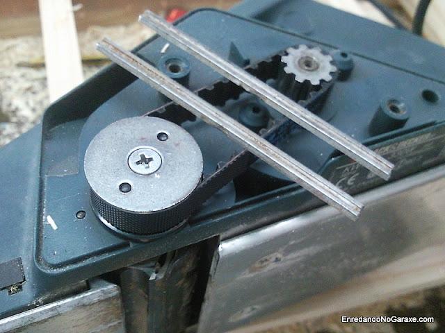 Cambiando correa y cuchillas de cepillo eléctrico. www.enredandonogaraxe.com