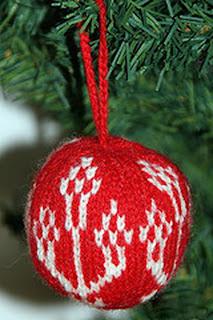 Вязаный шар в традиционном стиле