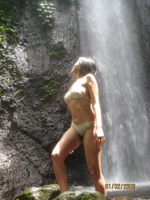 Foto Gadis Petualang Tampil Hot Nyaris Telanjang