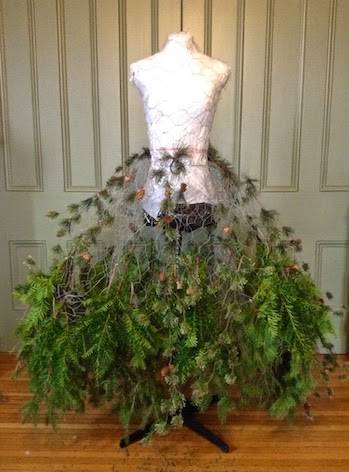 The dusty victorian christmas tree dress 2014 diy the for Ideas for dressing a christmas tree