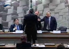 Senador e ministro quase saem no tapa em comissão, assista o vídeo