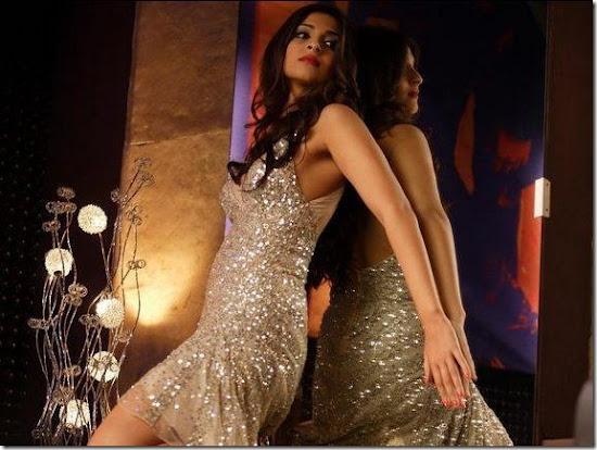 Sonam Kapoor Looking Glamorous in Players Movie