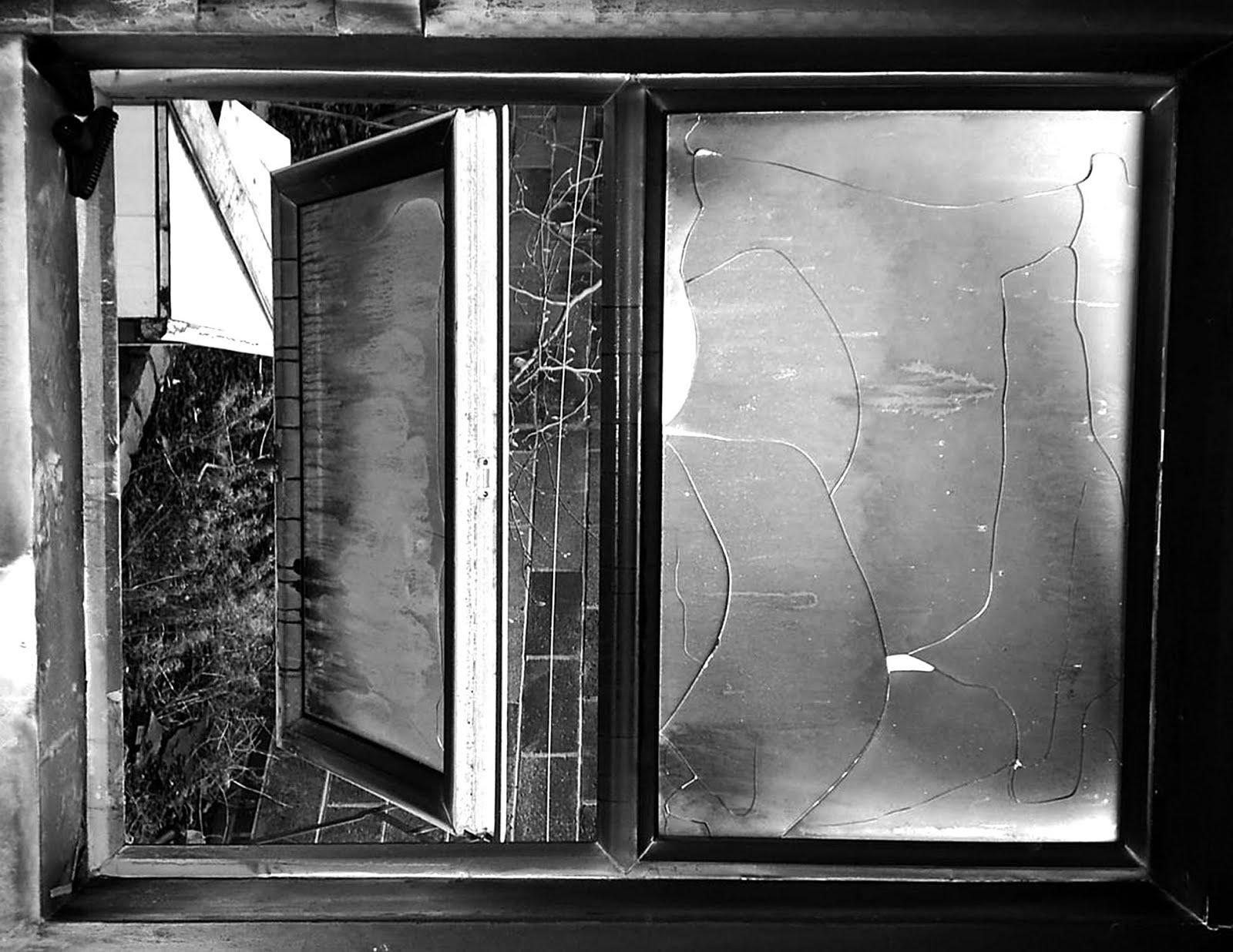 vitrô de banheiro que dá para o fundo do quintal