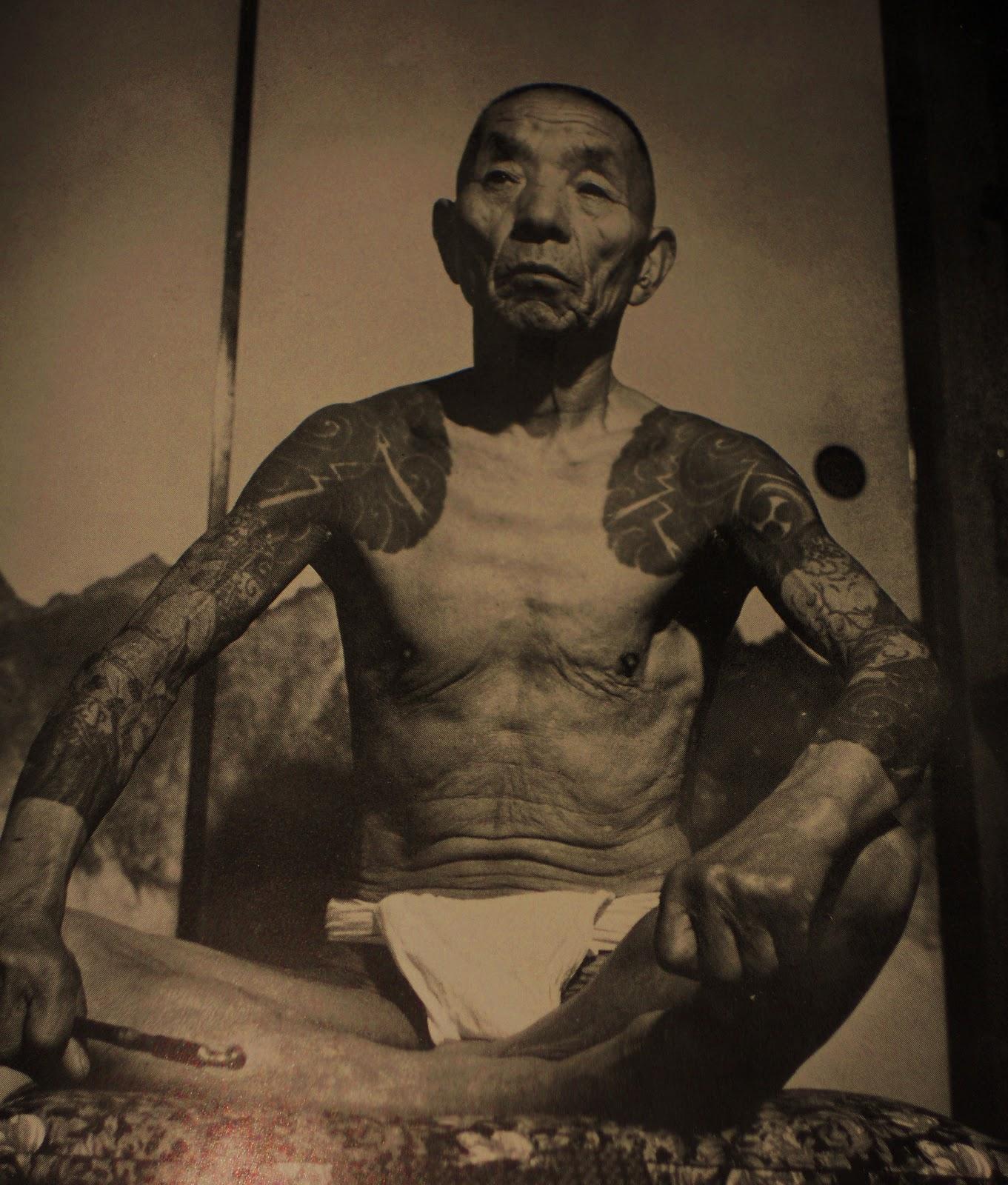 http://2.bp.blogspot.com/-Jng9drY7nBA/T0DJV0m28dI/AAAAAAAABZQ/amvPuCZeFTQ/s1600/tattoo+world+h%C3%B6%C3%B6r+tony+paukku+irezumi.JPG