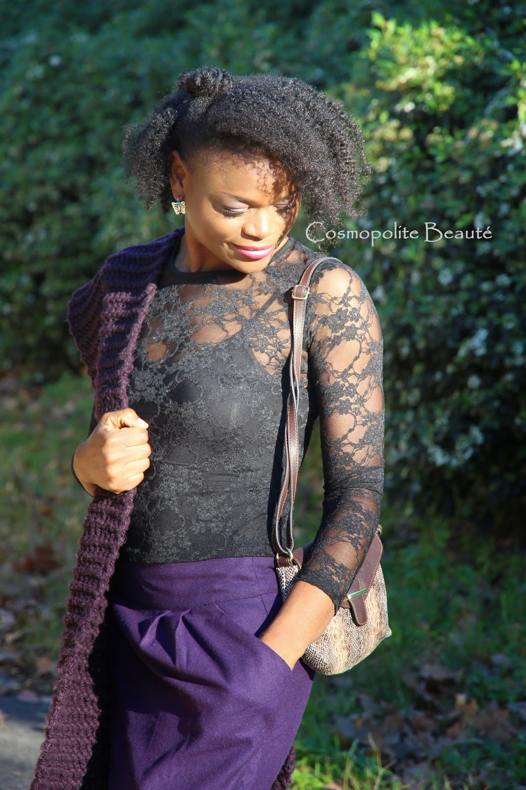 cosmopolitan beauty, dentelle, manteau long, Cosmopolite beaute, lookbook, mode, fashion, look saint Valentin, écharpe, violet, jupe, skirt, scarf, kinky hair, cheveux bouclés, cheveux crepus, nappy