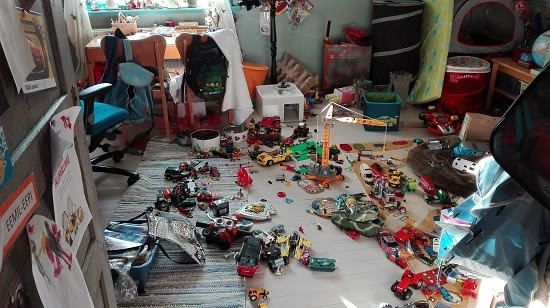 Eemil-Eepin 7v huoneen ovat vallanneet mm. legot ja kuljetusvälineet