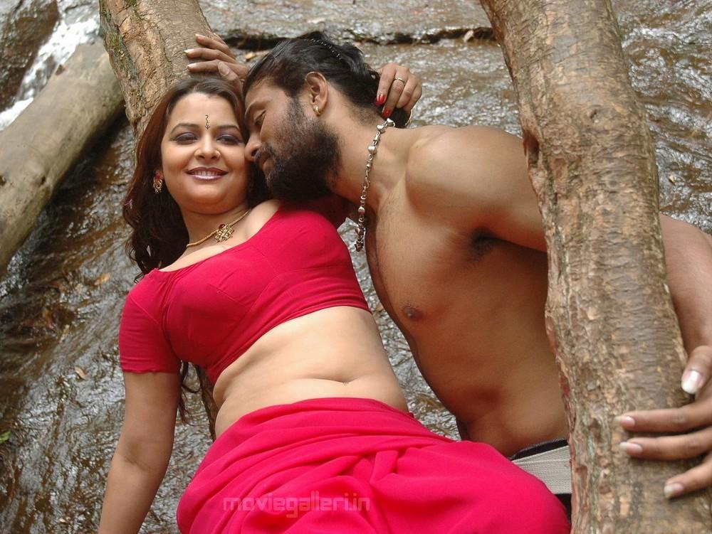 MODEL: Thiruttu Sirukki movie hot stills