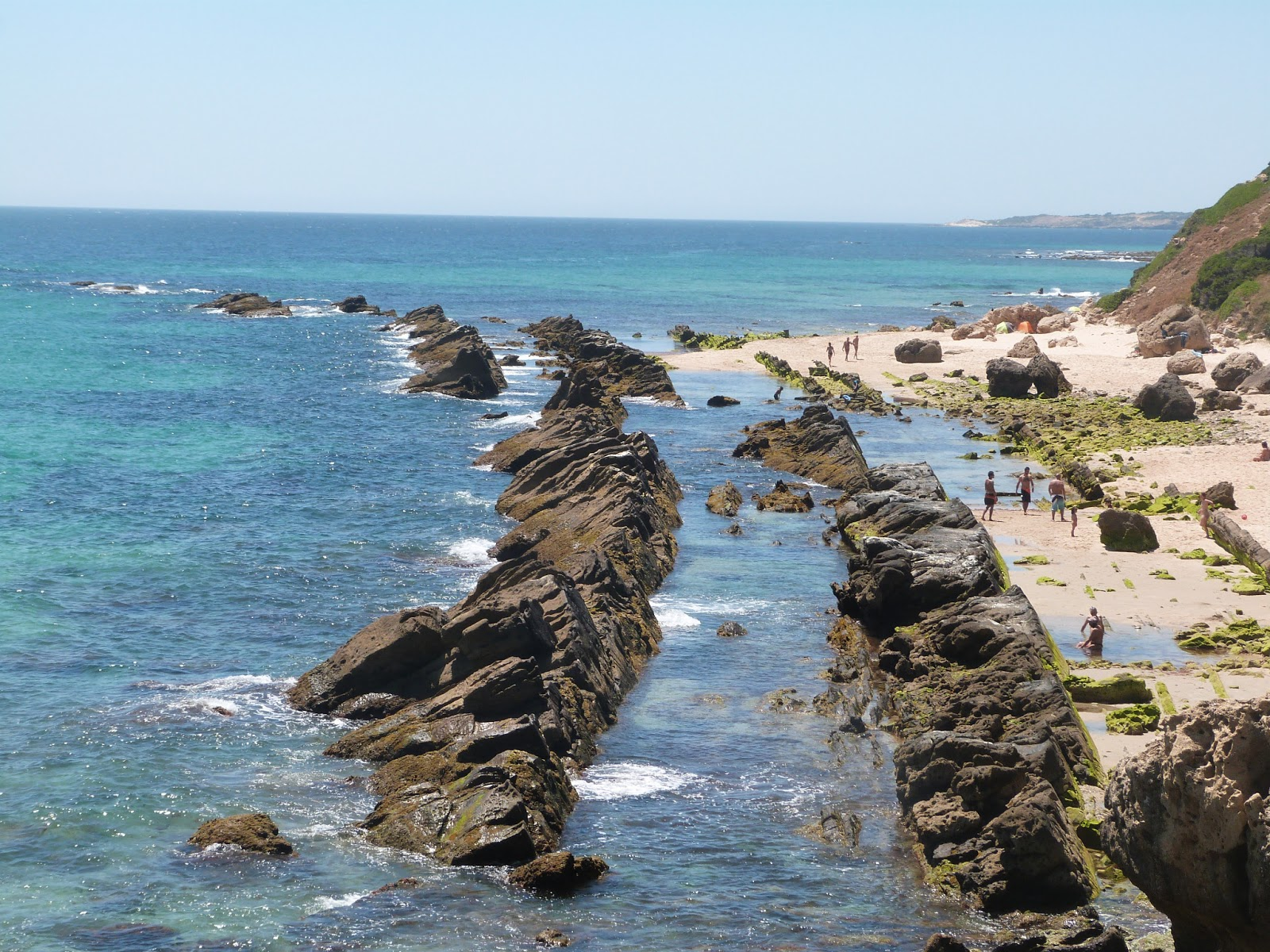 La mar de huellas senderismo playa de valdevaqueros for Piscinas naturales bolonia cadiz