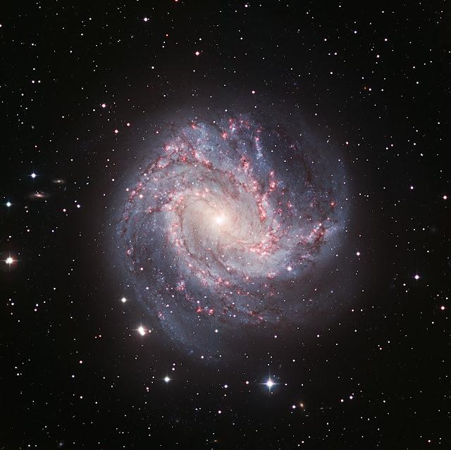 Và đây là thiên hà xoắn ốc M38 gần tương tự như dải Ngân Hà. Khi nhìn từ trên bạn cũng khó có thể phân biệt dễ dàng cấu trúc cụ thể của nó. Credit : ESO