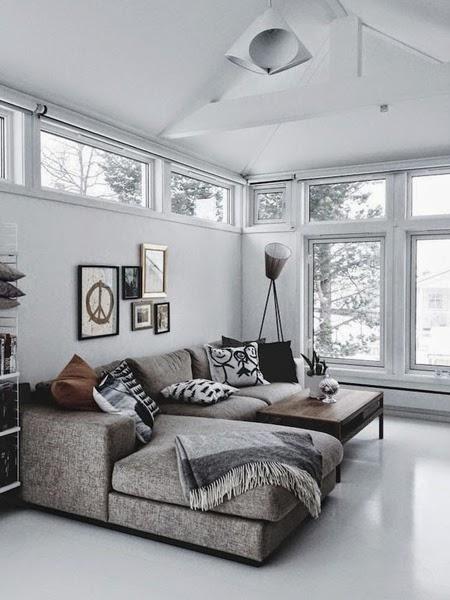 Piękna biała podłoga w salonie