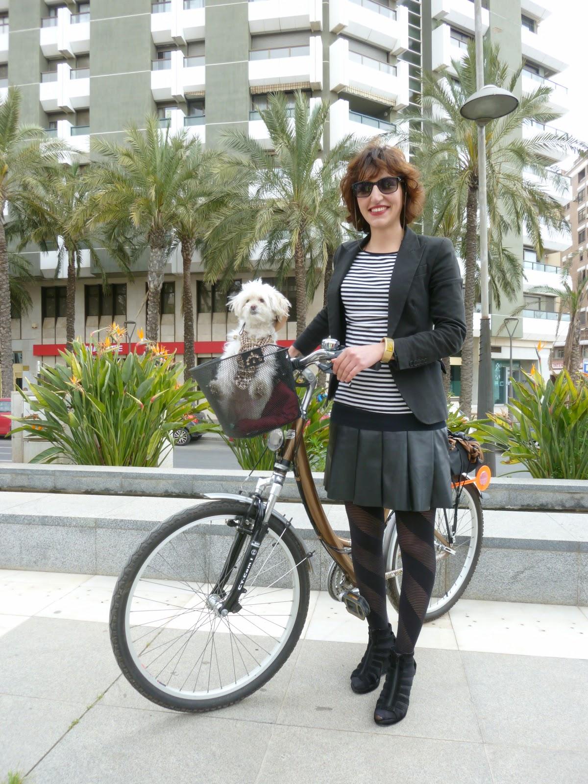Almer a cycle chic candela al trabajo y maril n de paseo for Centro de salud ciudad jardin almeria