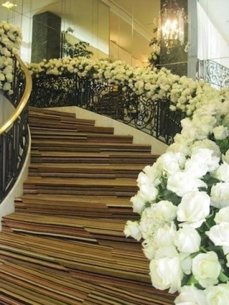 El Blog de HoneyMoon: Como decorar una escalera para una boda